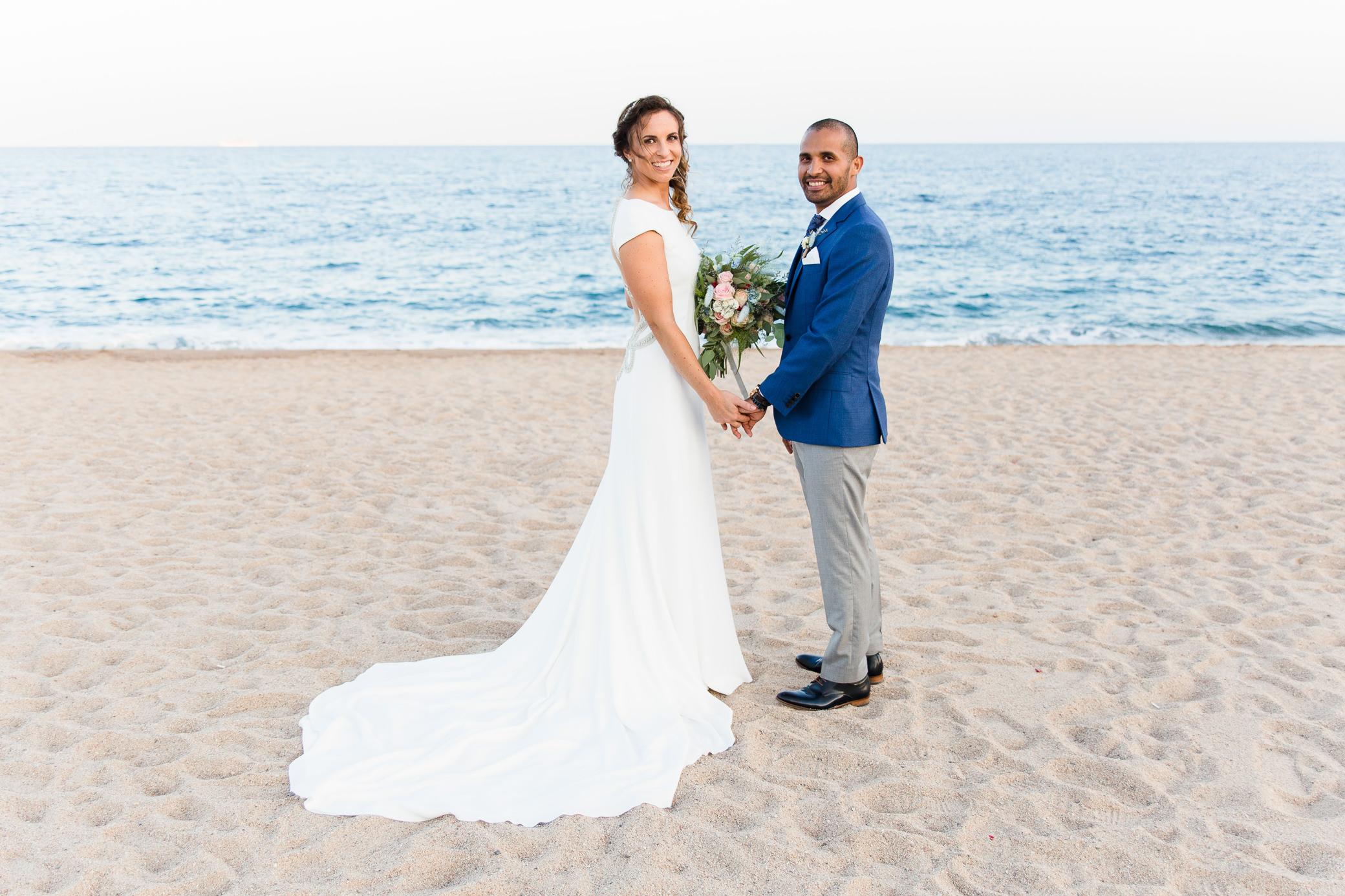 boda-en-playa-dblanc-malgrat-de-mar-photografeel-41.jpg