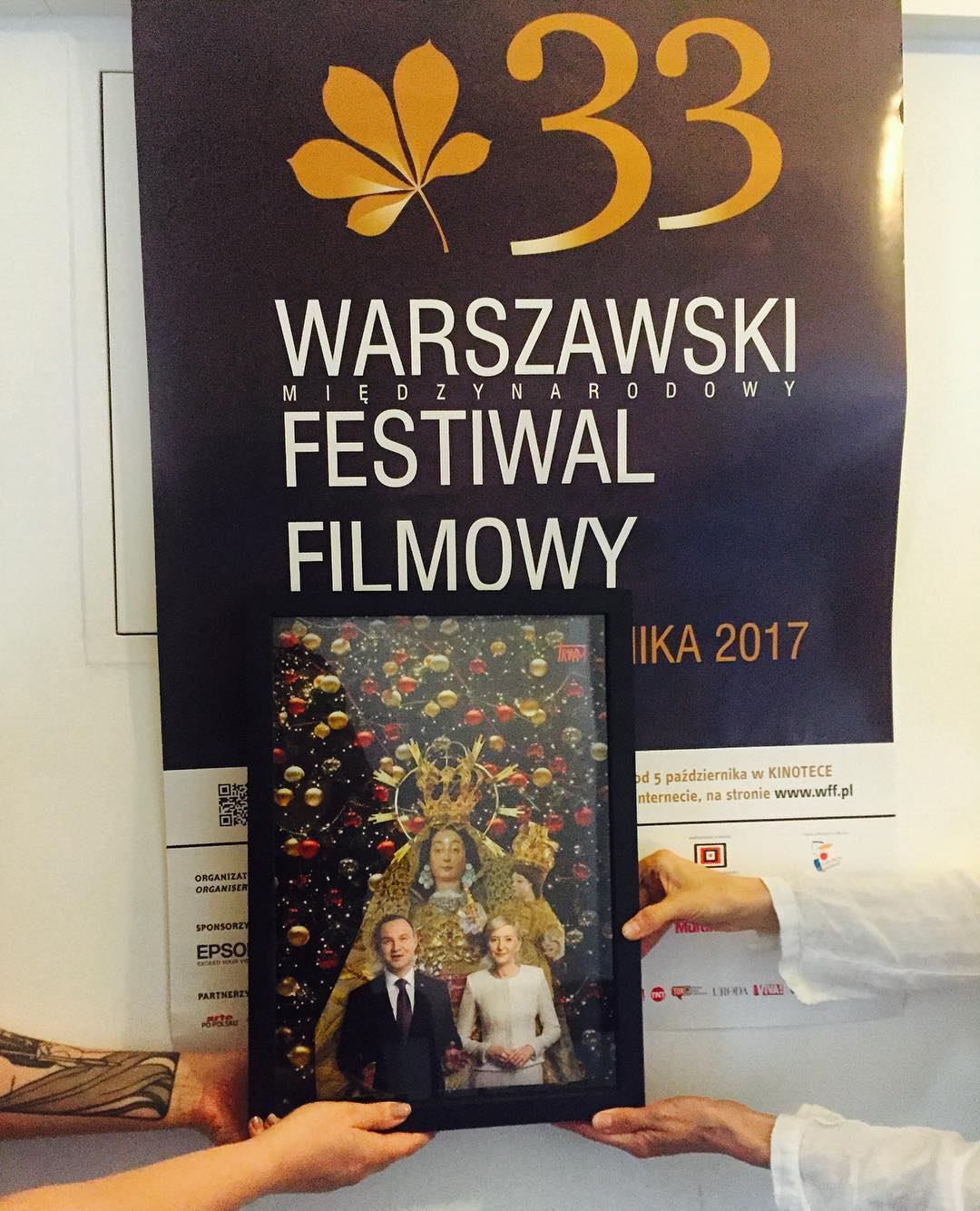 Katarzyna Nosowska przekazała wycinankę Warszawskiemu Międzynarodowemu Festiwalowi Filmowemu.