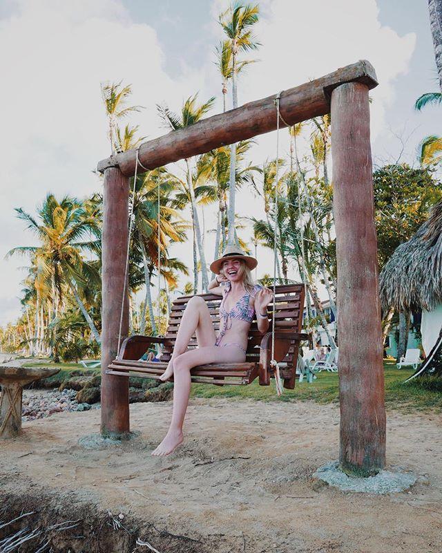 Beach therapy. 😍🌴☀️ • • • #dominicanrepublic #playabonita #lasterrenas #beachlover #beaches #filmmaker #set #setlife #travel #travelblogger #traveljunkie #traveller #globetrotter #happyaf