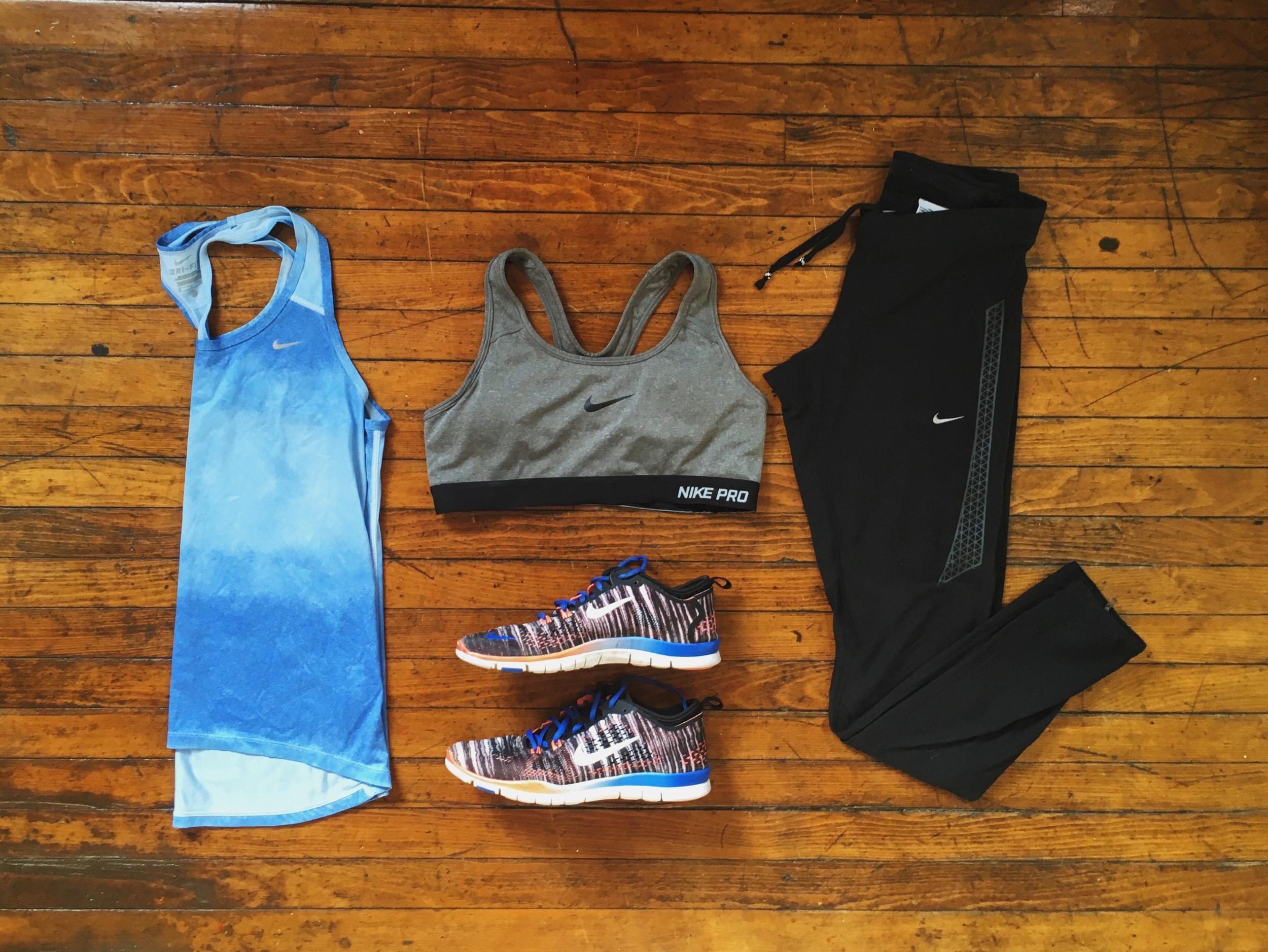 (1) Tank:Nike (2) Sports Bra:Nike (3) Shoes:Nike (4) Leggings:Nike