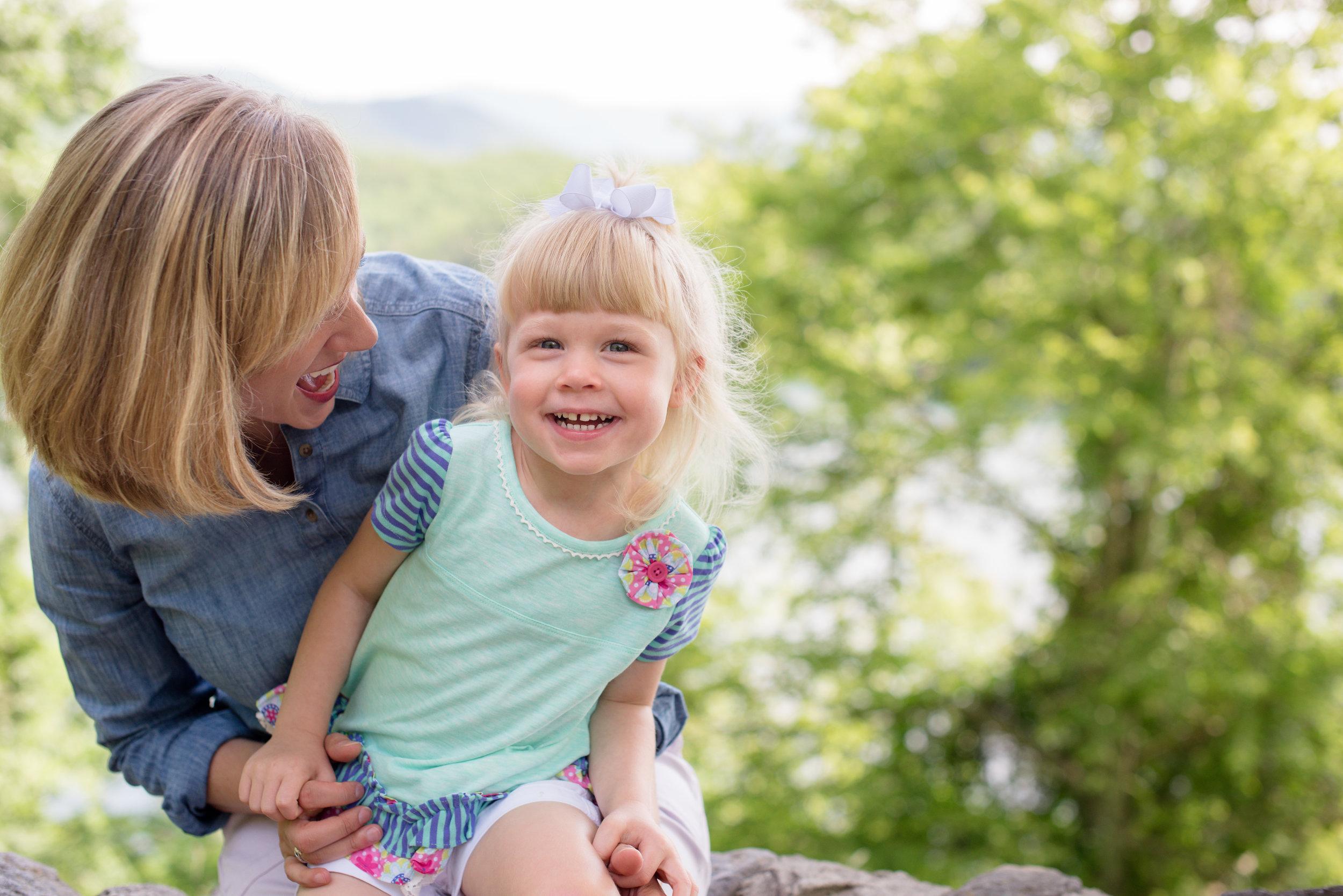 JuliaMatthewsPhotography_MadisonWisconsinFamilyPhotography_Families-2.jpg