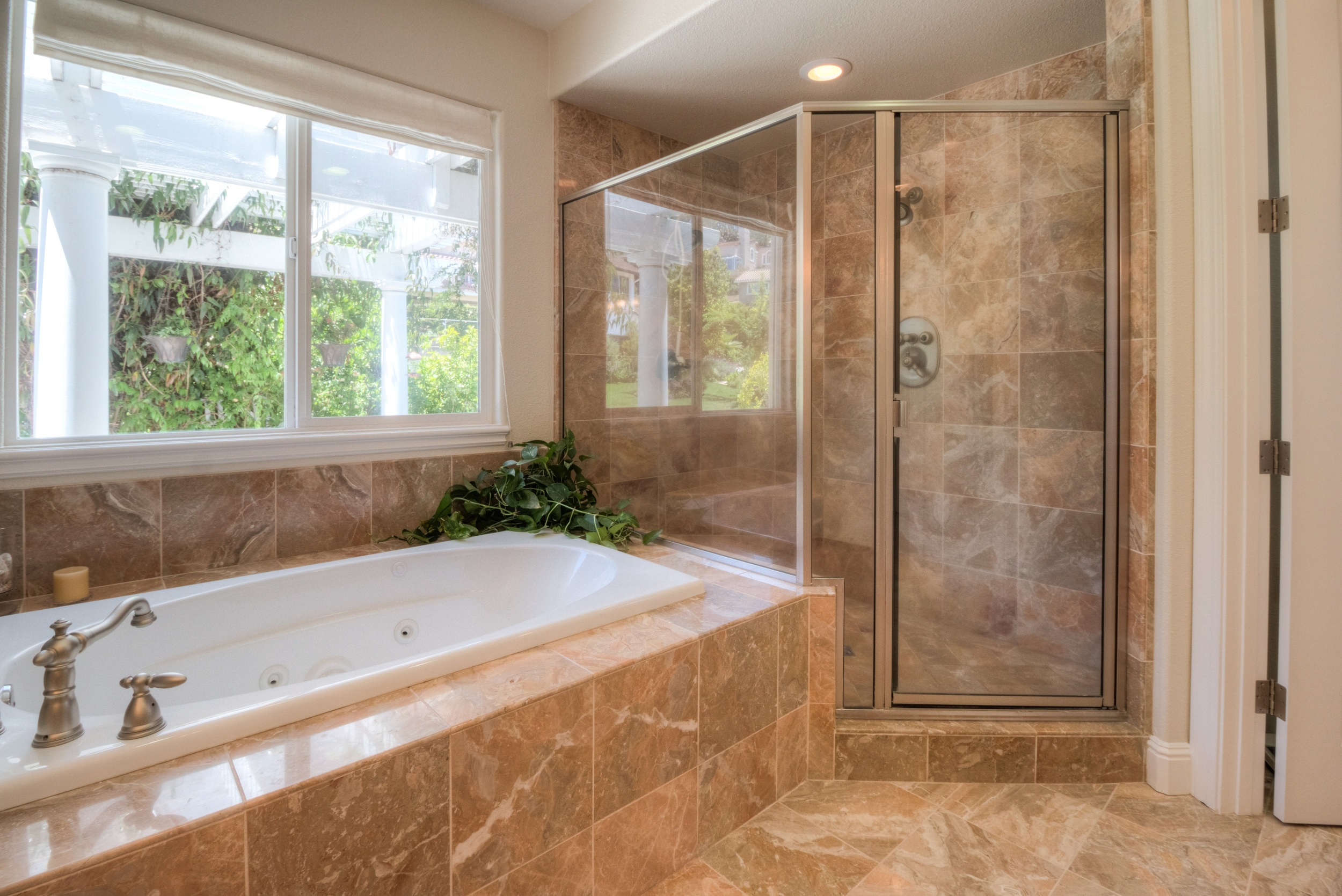 Master Bath Tub-Shower.jpg