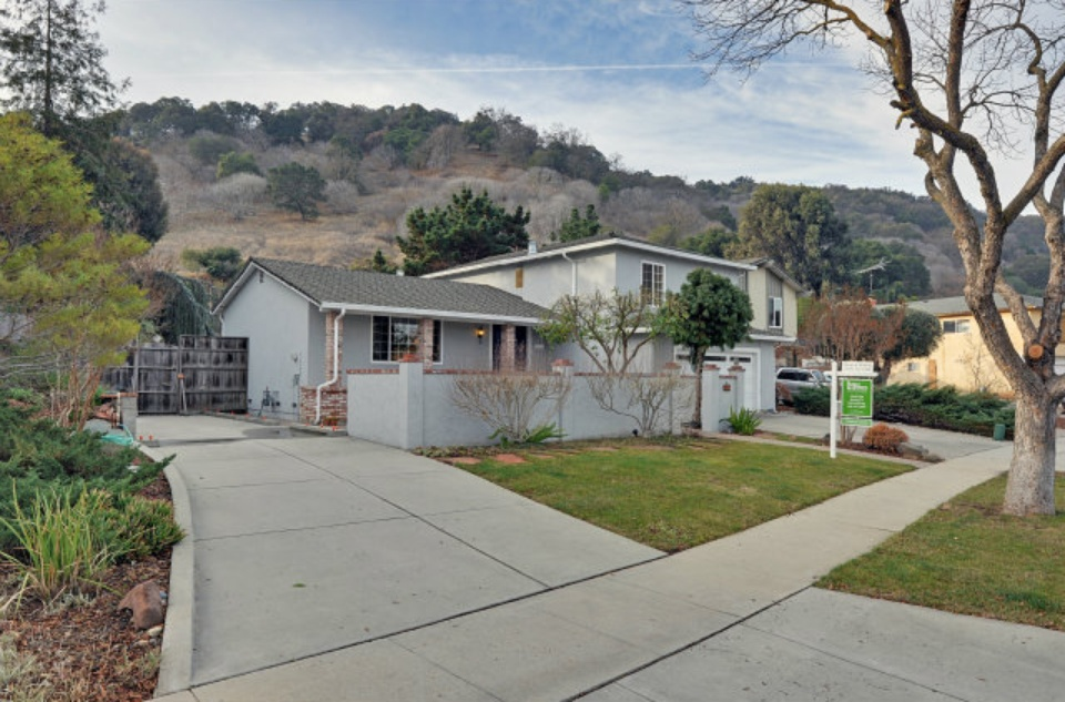 882 Foothill Dr - front.jpg