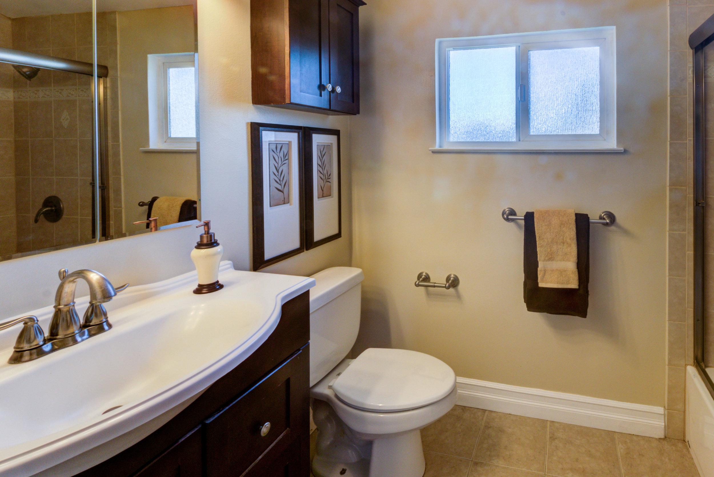 Pearl Bathroom 3-1.jpg