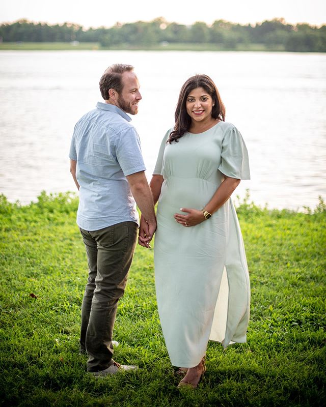 Last week was super busy, seemed like time just warped by. Between spending a week in Boston for work, then to DC to visit family, I was glad to be able to coordinate with @toddkom and @laylamichelle to squeeze in a portrait session.  Super excited for you guys and your future addition👶. It's going to be an amazing adventure!  #maternityphotography #portraitphotography #dmv