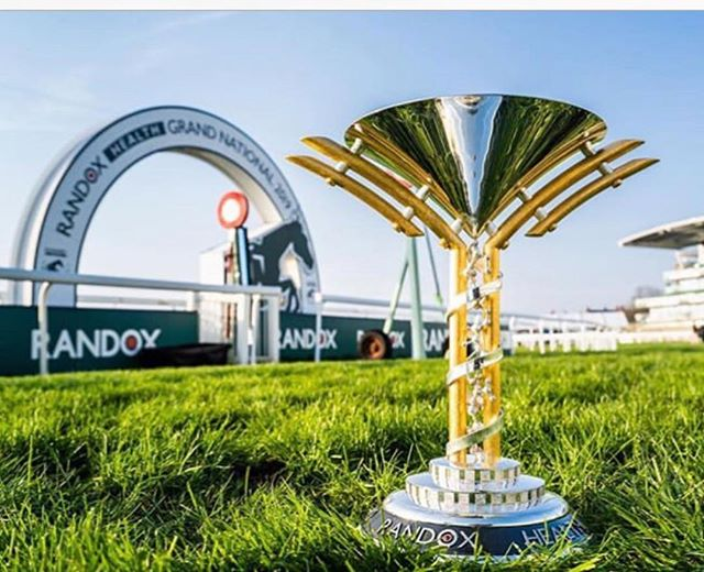 Fabulous image from #bradleyquinnphotos  Here at Aintree with the big race not long away now!! (And here on the stage at the wonderful Randox health hospitality suite - they sure do know how to look after everyone. Just a quick impression of the day with just 2% juice left!  #randox #randoxhealthgrandnational  #aintreeracecourse #goldsmithscompany #londonassayoffice #bradleyquinnphotos