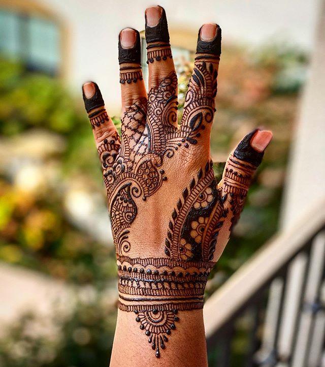 It feels like forever since I henna'd my hands!! #mehendi #mehndi #hennastrokes #santaclara #bayarea #Norcalhenna #hennadesign #elcaminoreal #mehndiyparty #hennainspire #art #hennaartist #hennacalifonia #indianweddindinspiration #hennafeatures #hennalover #hennalookbook #henna_i #7enna #naturalhenna #inai #uniquehenna #hennaisneverblack #hennatherapy #hennalove #henna_bar #naturalhennapaste #indianwedding #hennapro