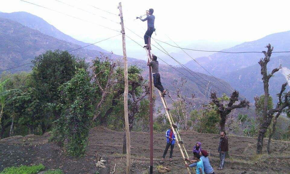 7.2_CHANGING POLES FROM WOOD TO IRON 2.JPG