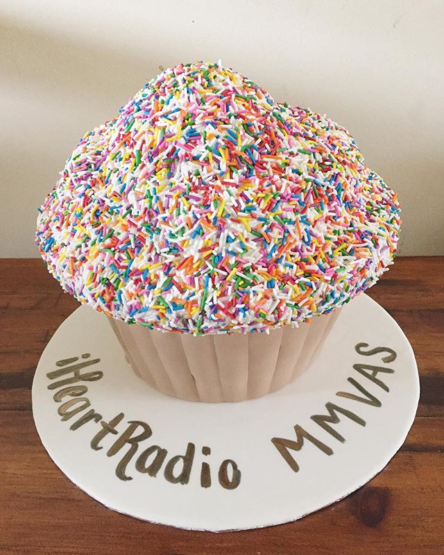 If you decide you're only having 1️⃣ cupcake, you better make it a HUGE one! #mmvas @iheartradioca @muchmusic . . . . . . . . .  #sprinkles #angelcaketo #torontobakery #angelcake #cake #cupcakes #minicakes #tryme #cakegem #nextlevel #cakepop #caramel #homemadecaramel #saltedcaramel #mochacake #fondantcake #giantcupcake #sprinklescake