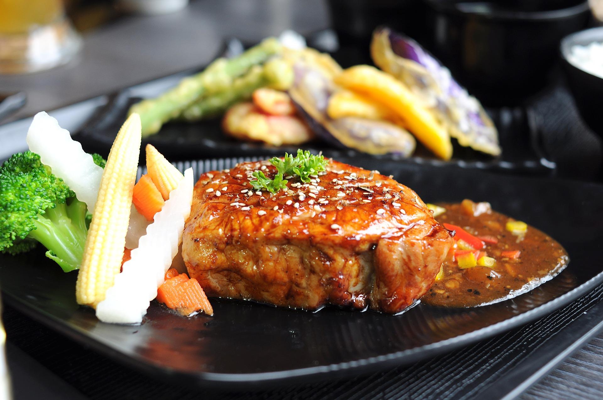 thick-pig-roast-filet-izod-black-pepper-2336138_1920.jpg