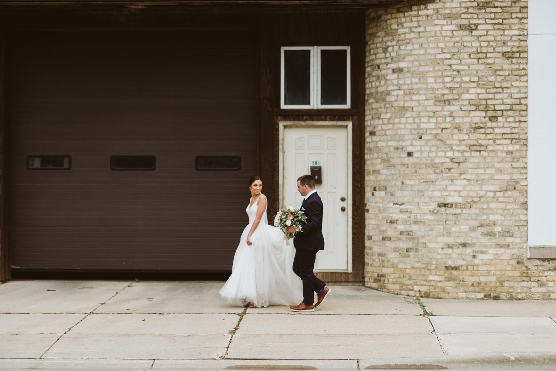 wisconsin-florist-lageret-wedding-bride-groom-stoughton.jpg