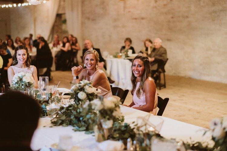 wisconsin-florist-lageret-wedding-headtable-reception.jpg