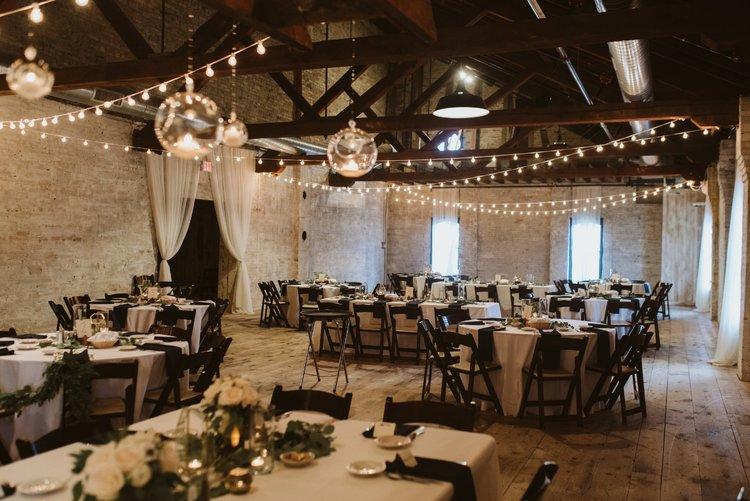 wisconsin-florist-lageret-wedding-reception-garland.jpg