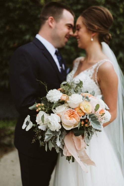 wisconsin-florist-lageret-wedding-bride-groom-bouquet.jpg