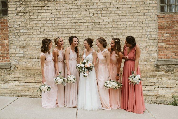 wisconsin-florist-lageret-wedding-bride-bridesmaids.jpg