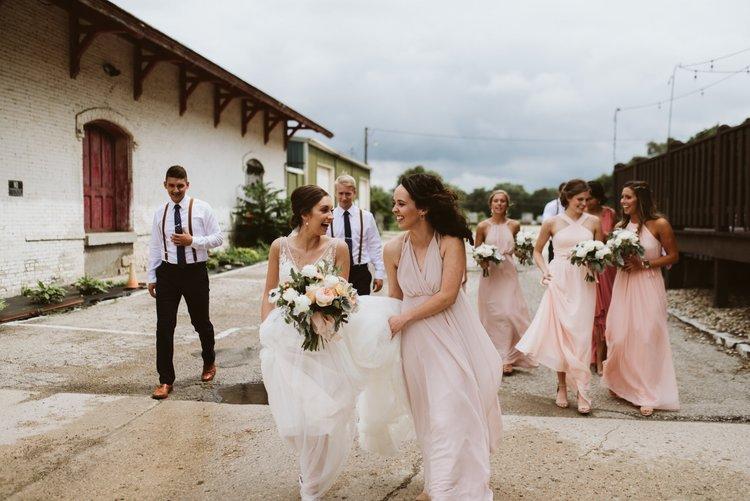 wisconsin-florist-lageret-wedding-bride-bridal-party.jpg