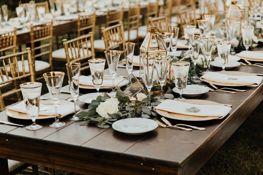 1209-creative-florist-romantic-copperwynd-wedding-arizona-reception-farm-table-centerpiece.jpg
