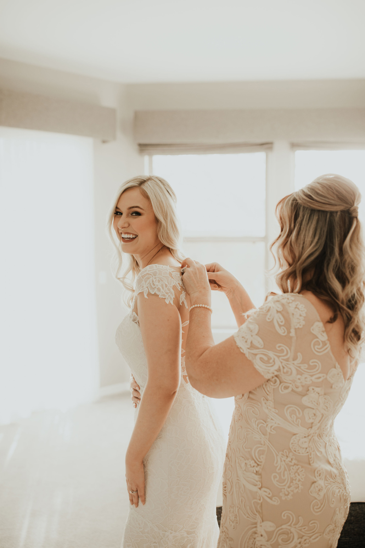 1209-creative-florist-romantic-copperwynd-wedding-arizona-bride-getting-ready.jpg