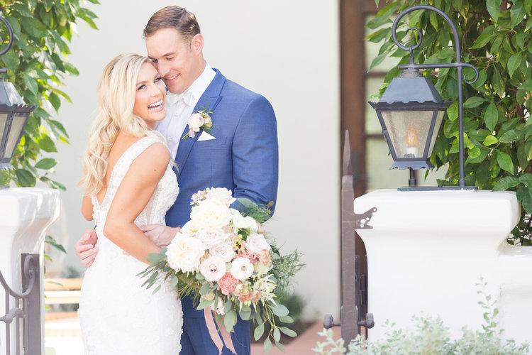 1209-creative-el-chorro-wedding-florist-arizona-bride-groom-bouquet.jpg