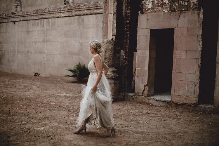 1209-creative-monroe-abbey-madison-wisonsin-florist-bride-first-look.jpg