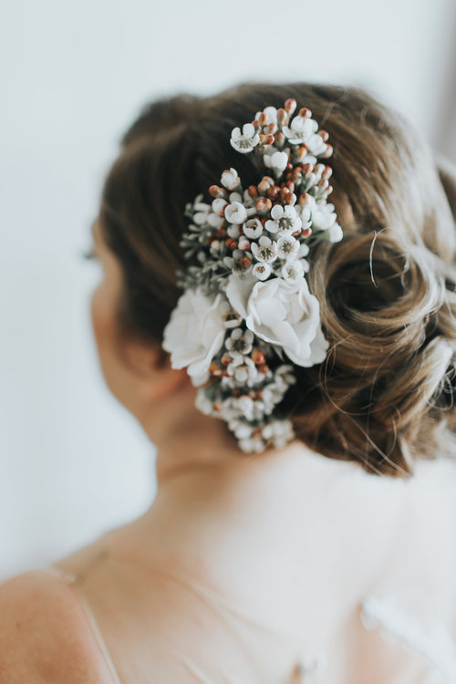 wedding-florist-madison-wisconsin-floral-hair-piece.jpg