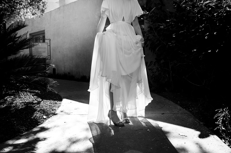 1209-creative-wedding-florist-madison-wisconsin-bride-wedding-dress.JPG