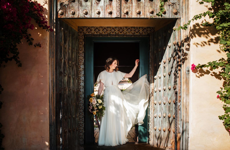 1209-creative-wedding-florist-madison-wisconsin-bride-bouquet.jpg