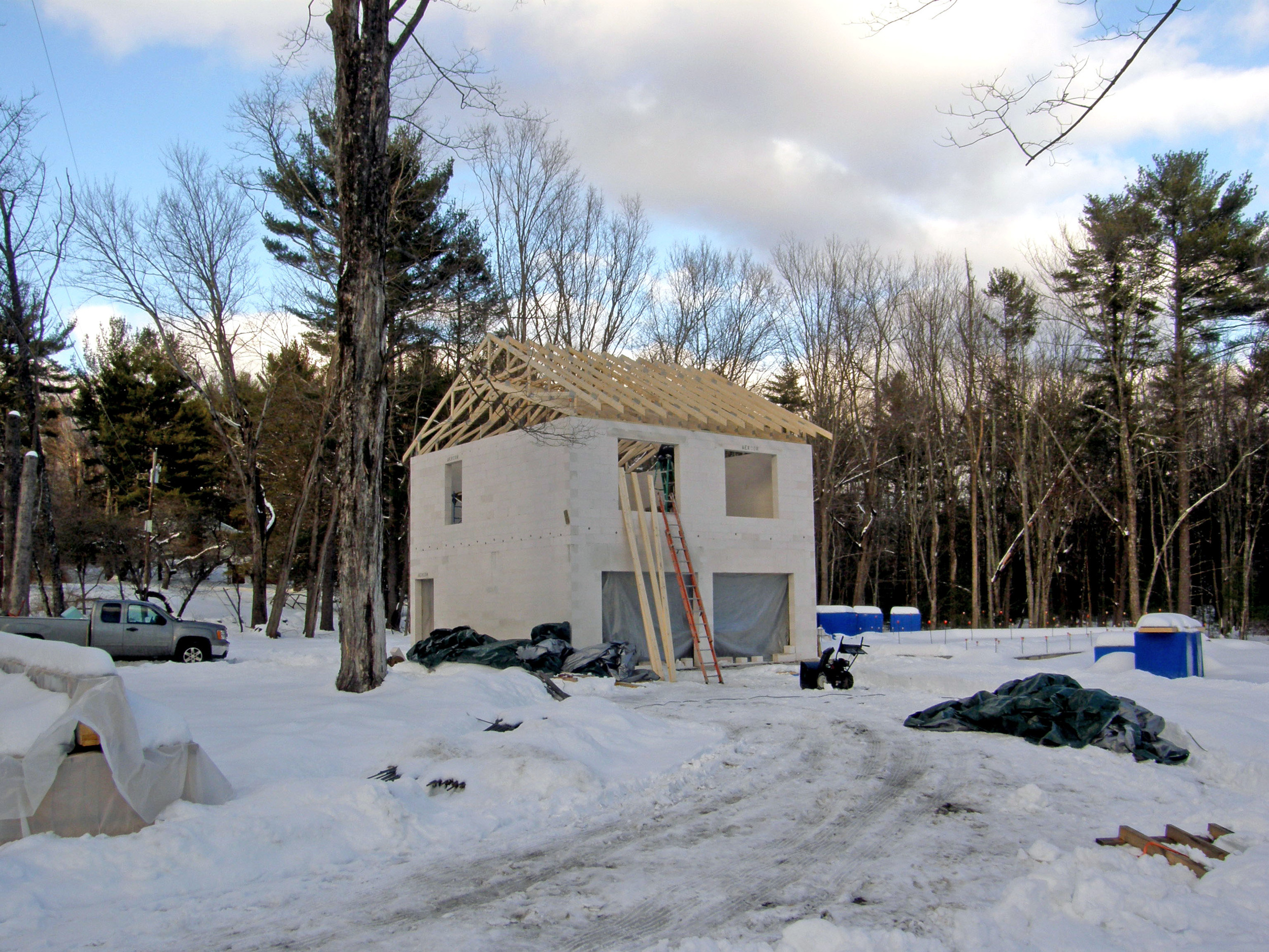 2015-2-10 garage with roomf structure.JPG