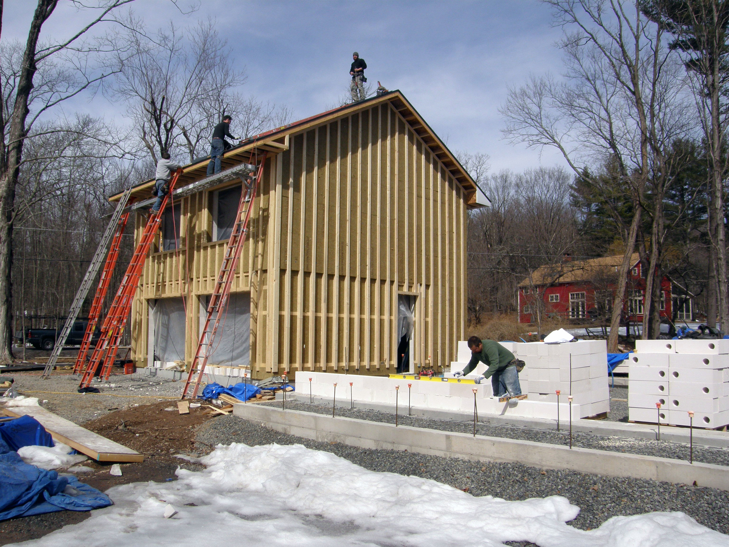 The garage is well underway, and the house is starting to be constructed.