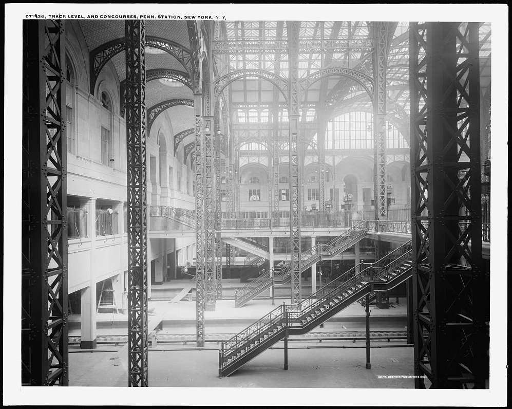 Track level and concourses, prior to completion (note panks over track area bottom left). Exact year unknown but roughly between 1908-10.  This space also referenced the baths of Caracalla while acknowledging the modern methods of train shed construction. Detroit Publishing Company, collection of the Library of Congress  .