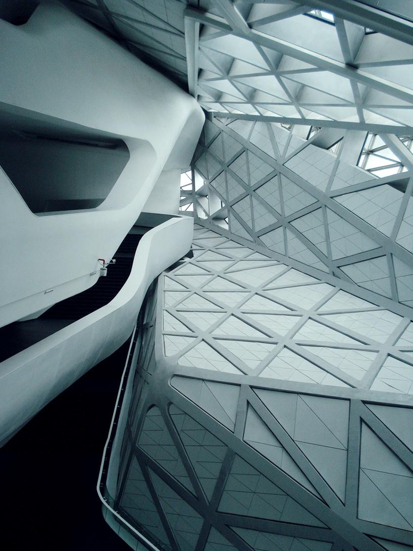 Guangzhou-opera-house-Zaha-Hadid-Architects-2.jpg