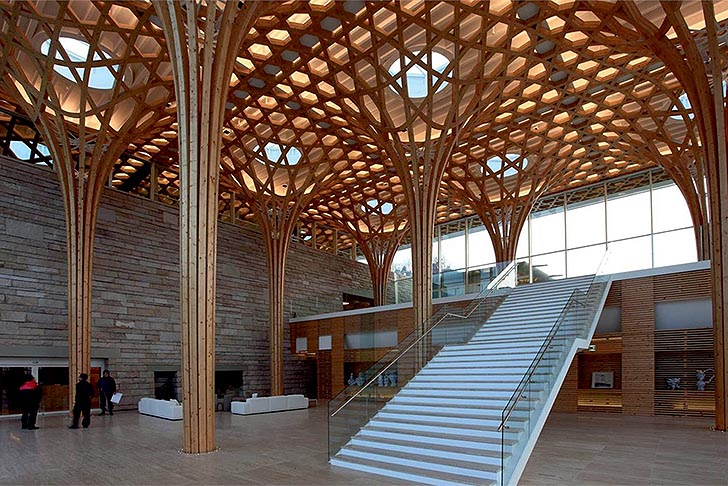 Shigeru-Ban-Wooden-Hexagonal-Structure-Nine-Bridges-Golf-Club-House-3.jpg