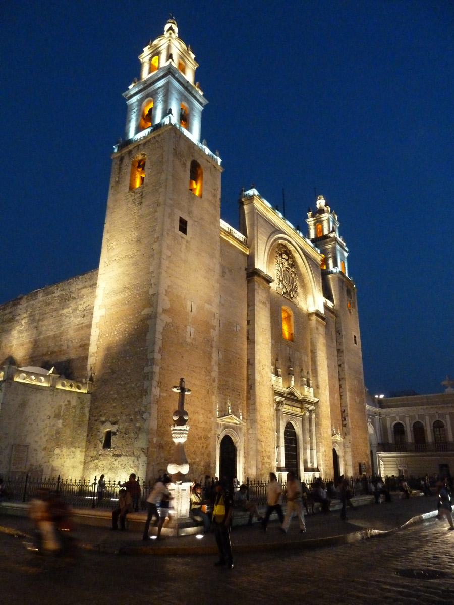 Merida-Yucatan-Cathedral-in-the-evening.jpg