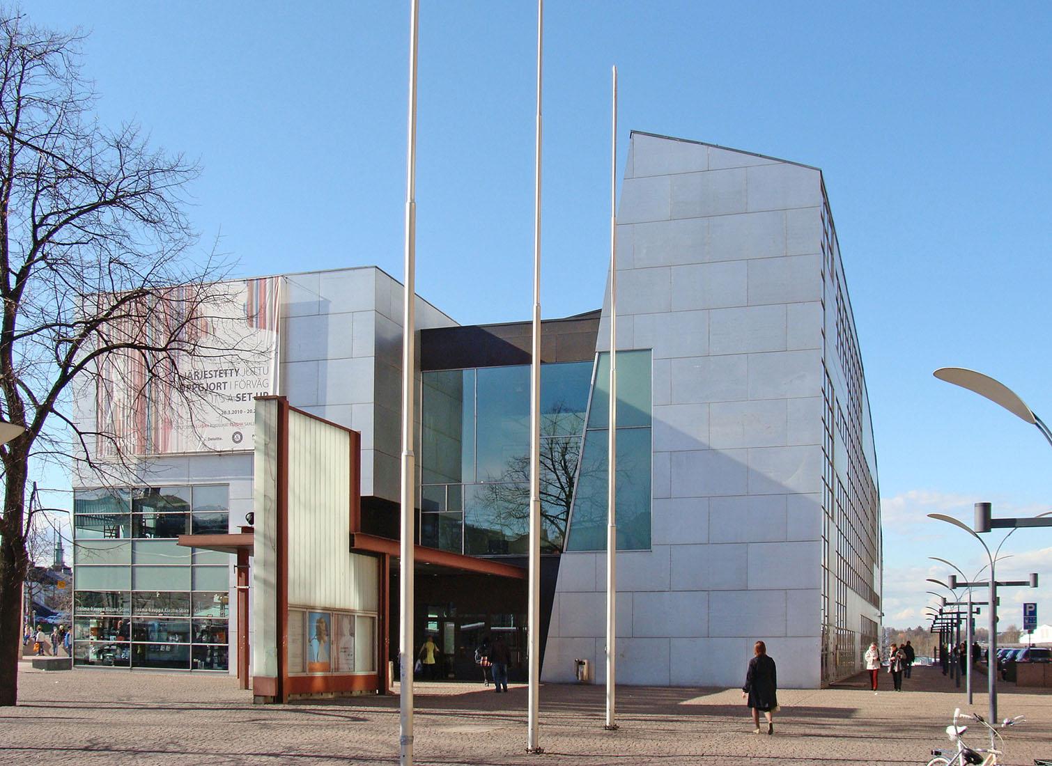 Steven Holl - Kiasma Museum Helsinki 1sm.jpg
