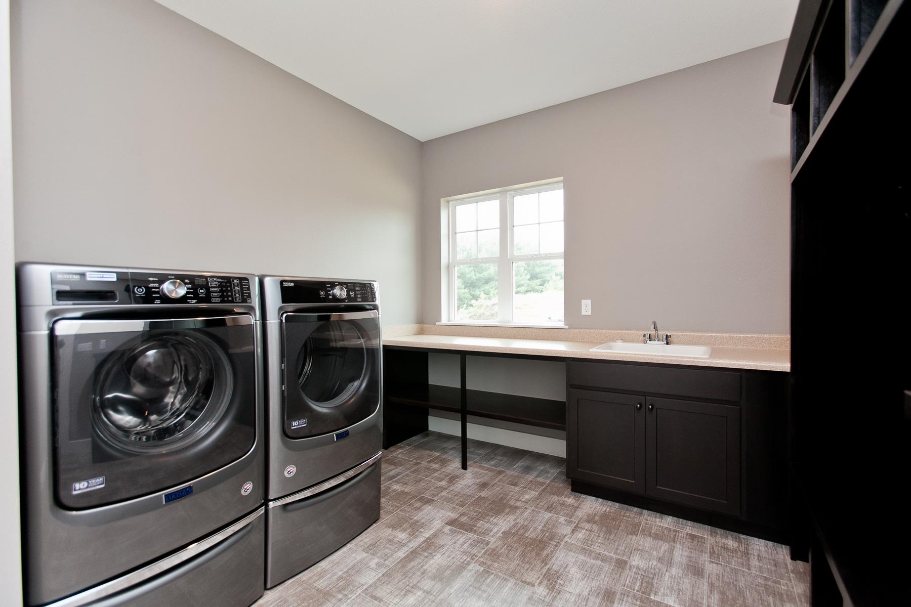 3525 RR Laundry.jpg