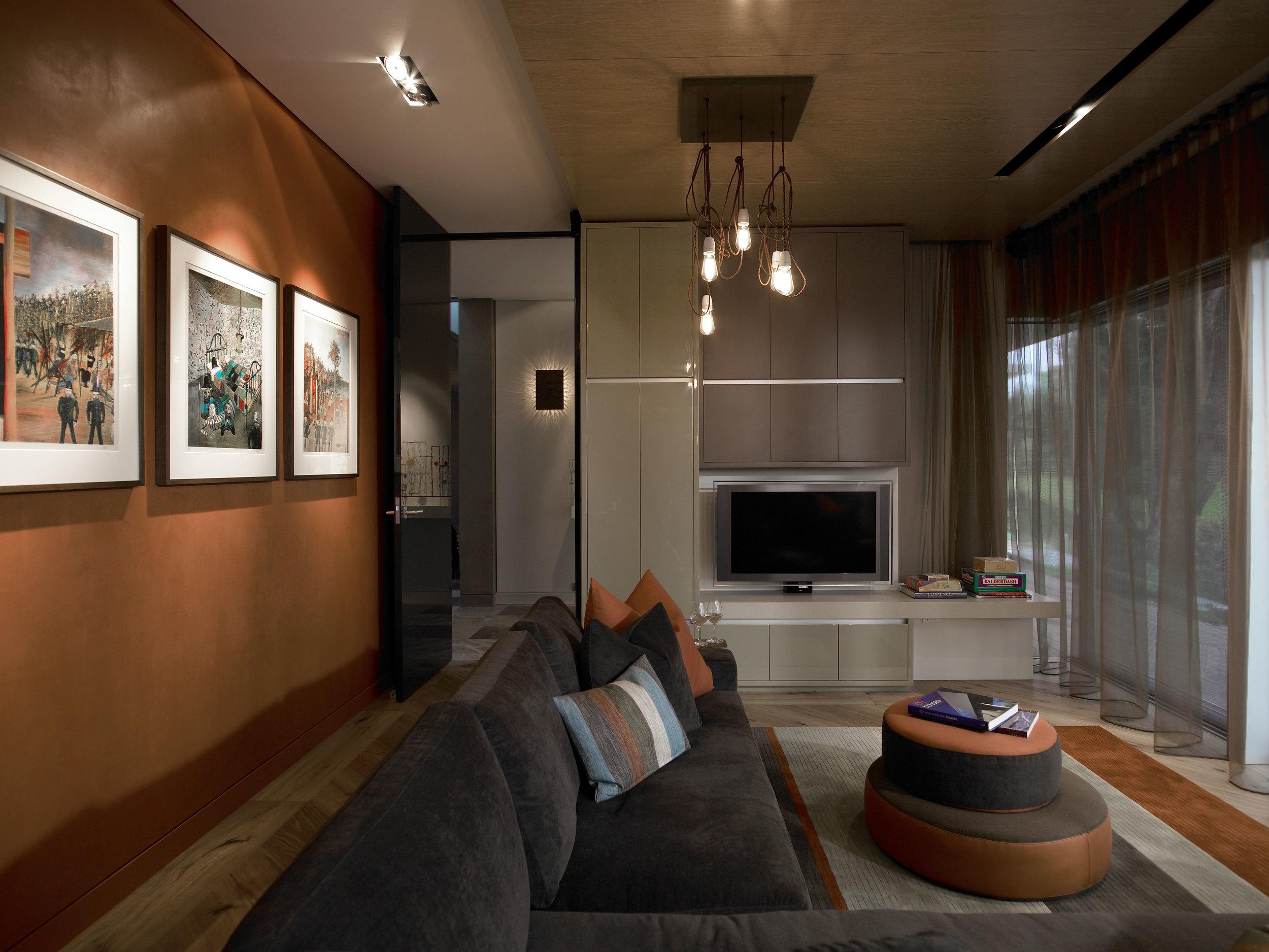 09-Poolroom-tv.jpg
