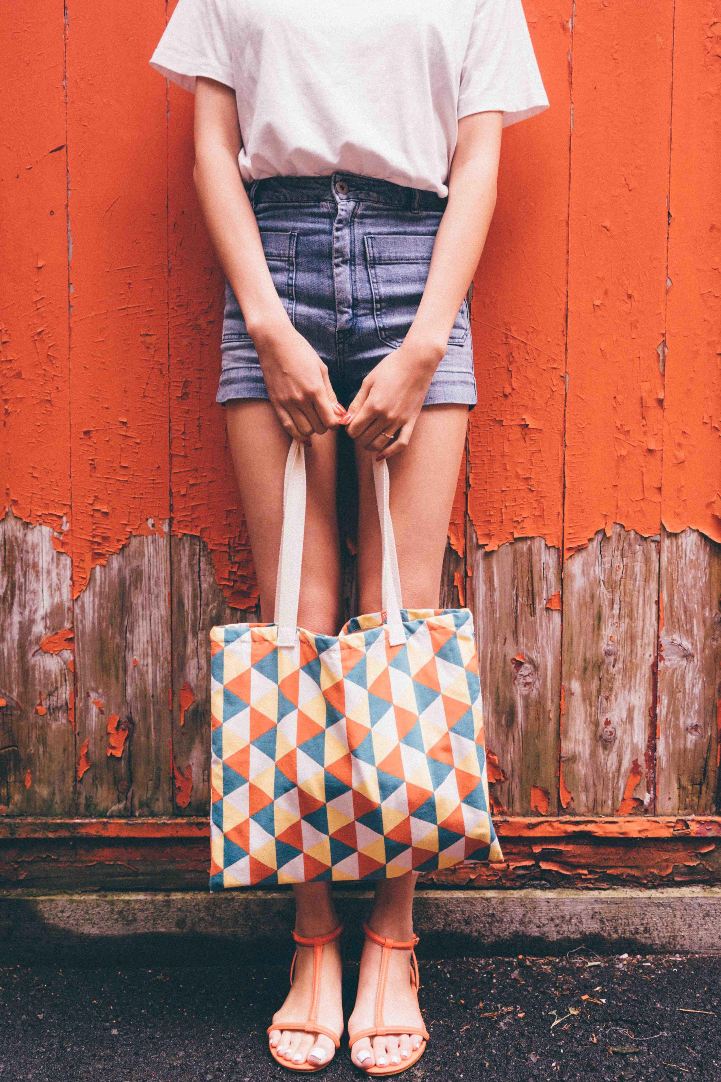TaobaoT-shirt  |   Zara   Shorts |Flea Market Bag |   H&M    Sandals