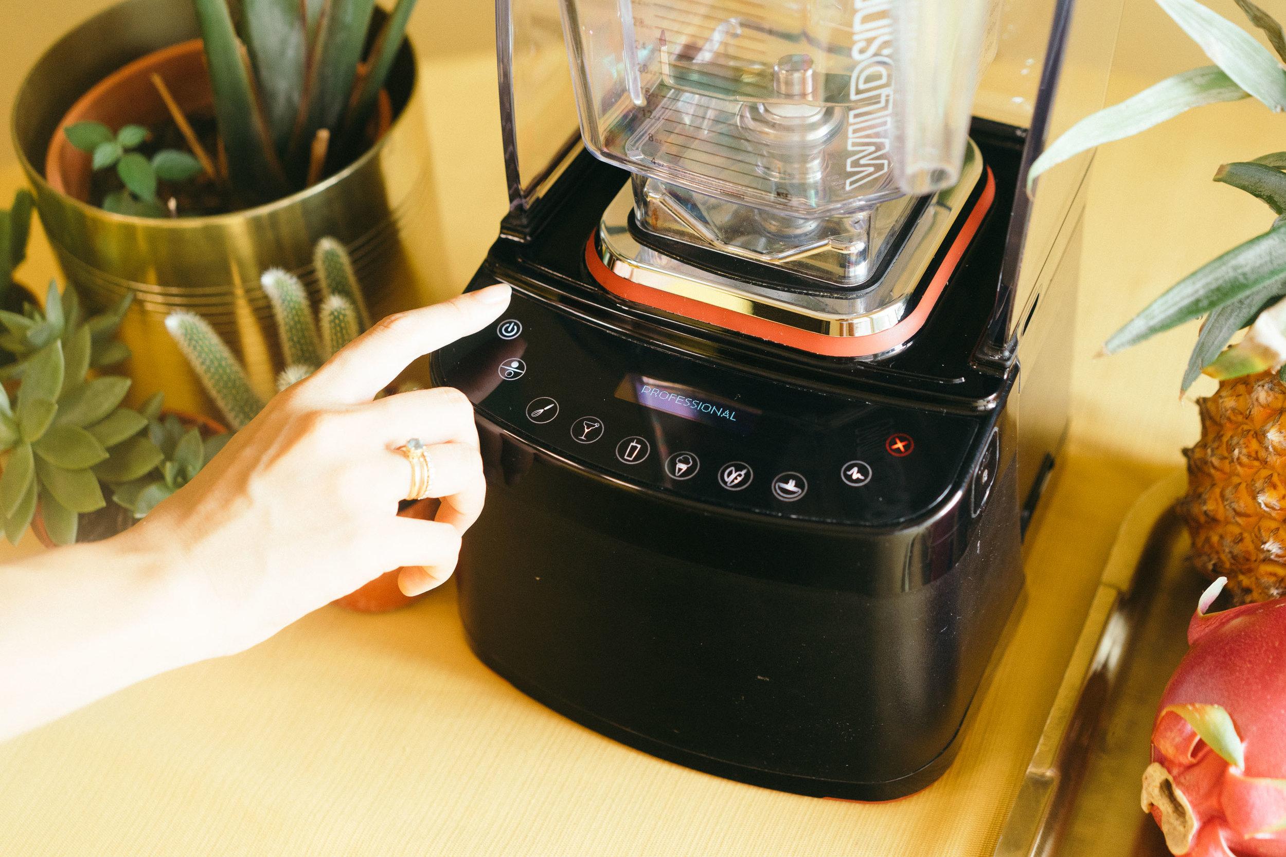 觸控式亮光螢幕,預設六種攪拌模式。