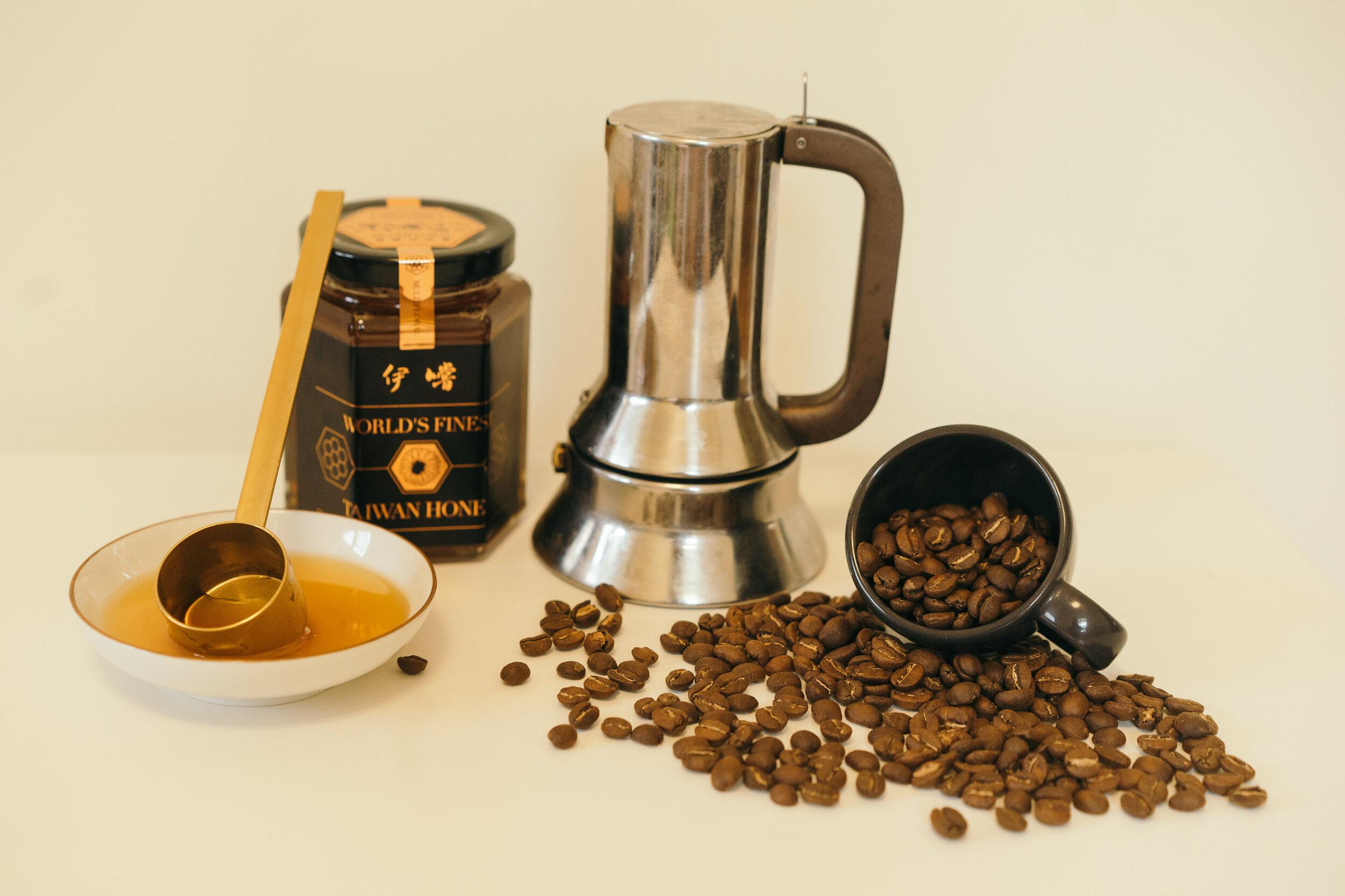 好這完全無訣竅,你真的就是泡杯濃縮咖啡後,加入蜂蜜攪拌均勻,喝。