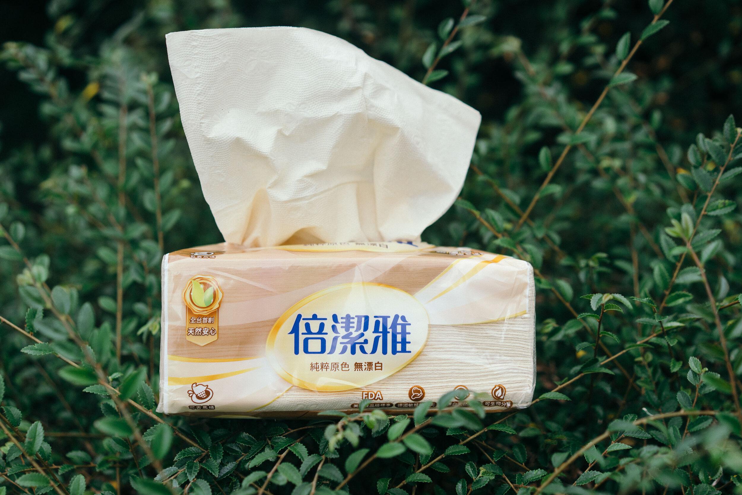 倍潔雅的無漂白衛生紙,除了是台灣第一個通過PEFC全球最大環保林木驗證的衛生紙,保護天然林,創造生態永續平衡的狀態。因為不經漂白,製程更環保,縮短了製漿過程,相對消耗了較少的能源,對環境更加友善。