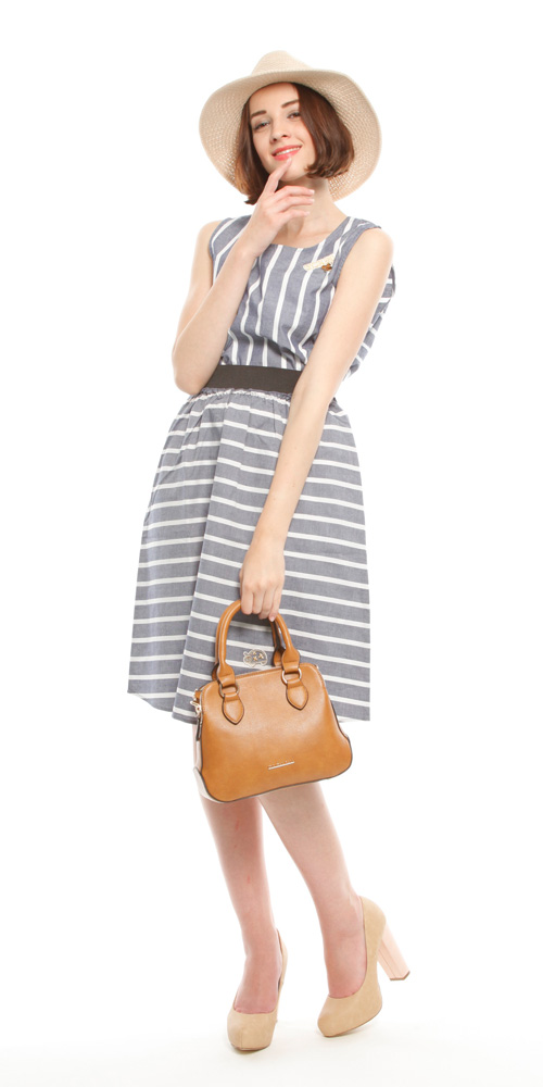 Lilian: FREE/CML¥12,490  Tops of setup: FREE/BLU¥5,990  Skirt of setup: FREE /BLU ¥6,990  Heart Charm Straw Hat: FREE/BEG ¥7,990