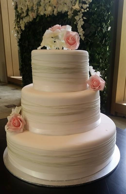 Wedding Cake with fresh roses and green twine