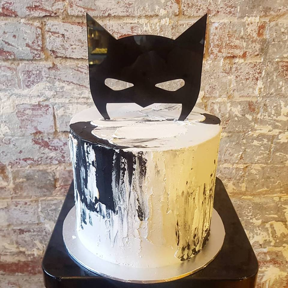batman buttercream.jpg