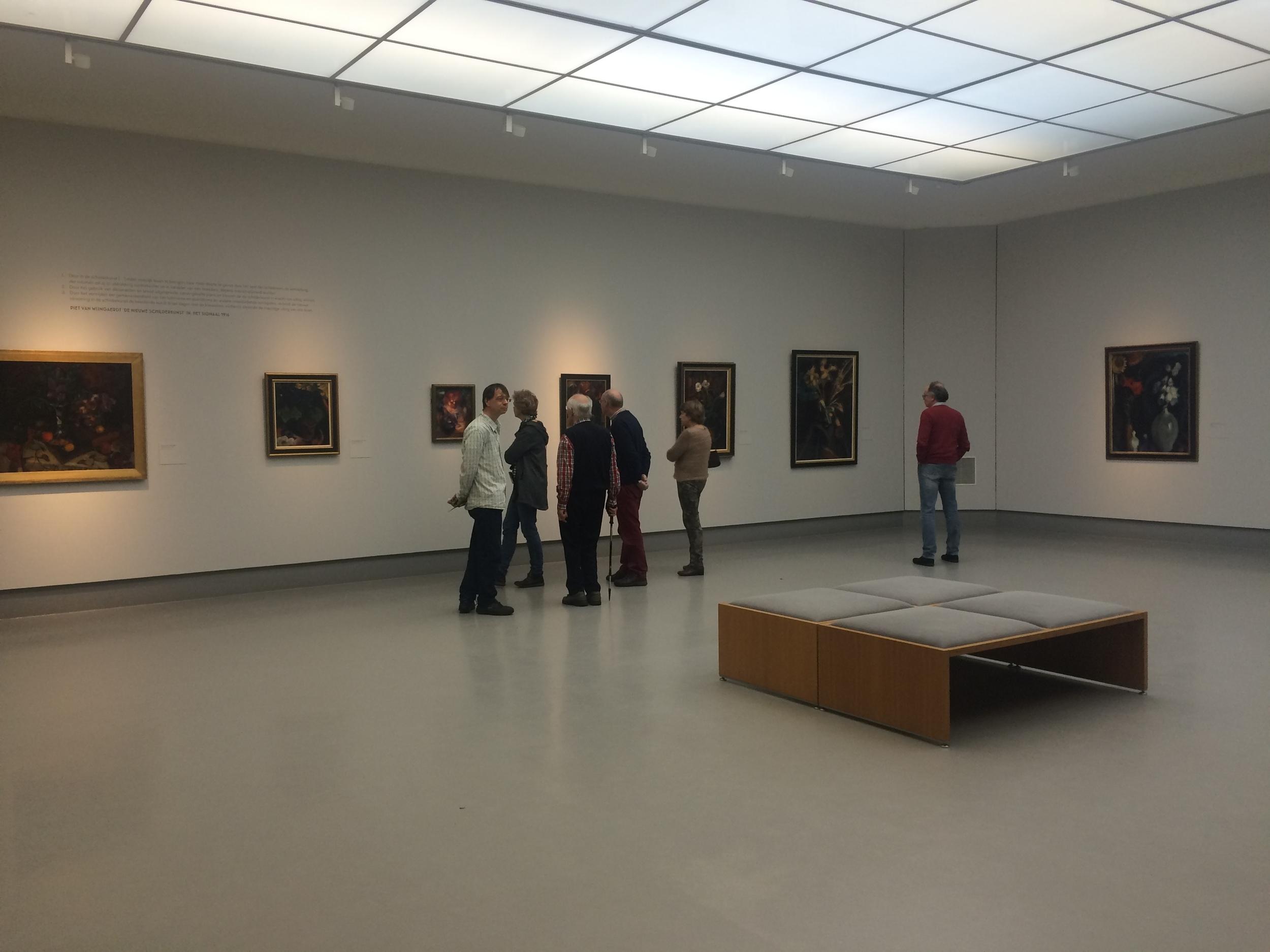 Bezoekers in de tentoonstelling