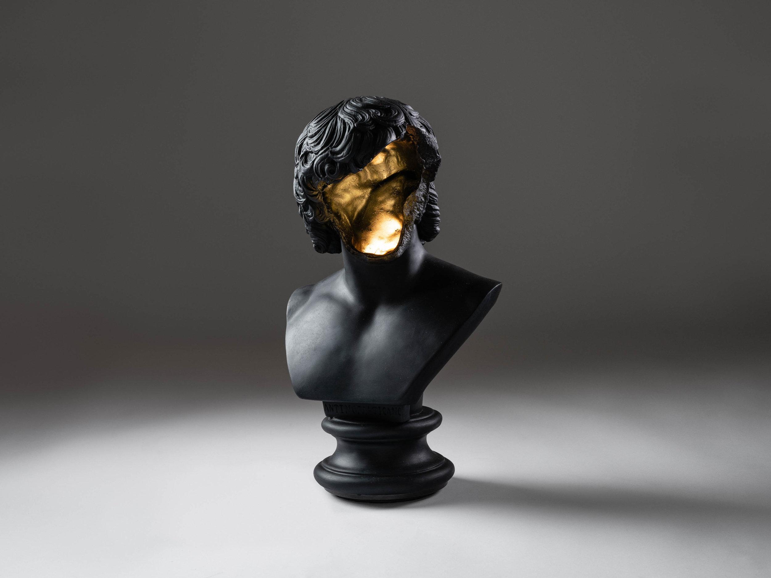 5. SE Table Lamp 'Bust' black.jpg