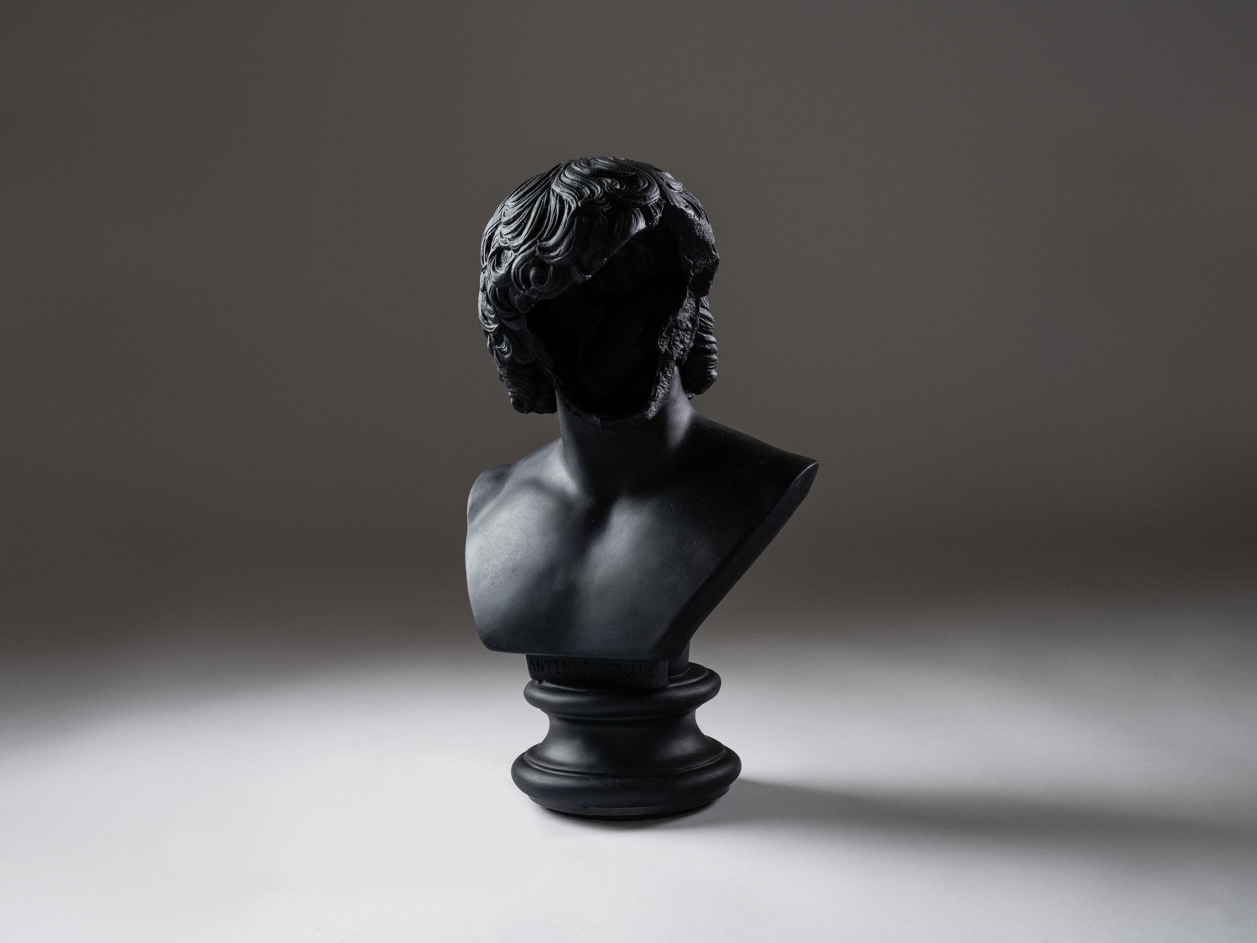 6. SE Table Lamp 'Bust' black.jpg