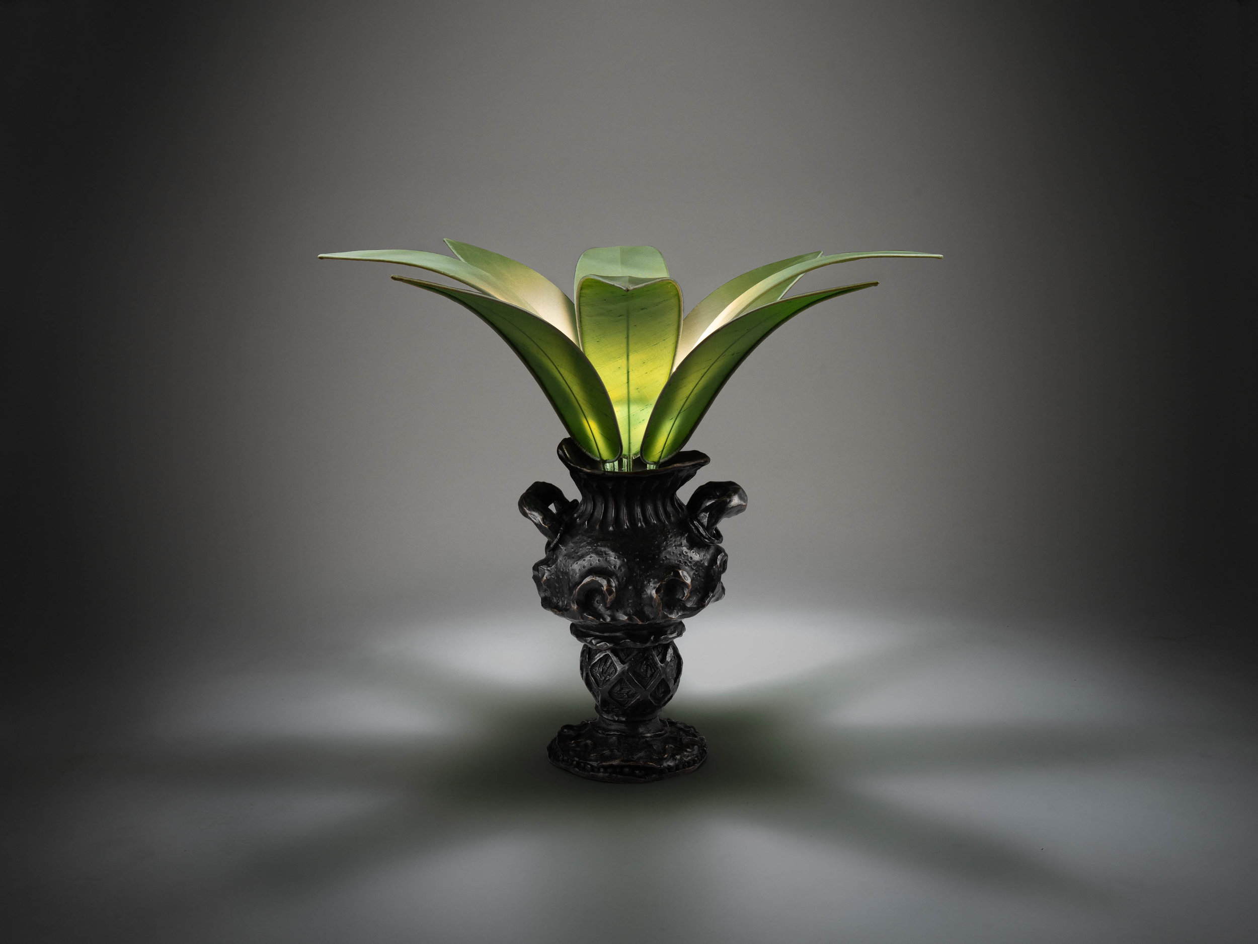 1. MB Table Lamp 'Vase Edward James'.jpg