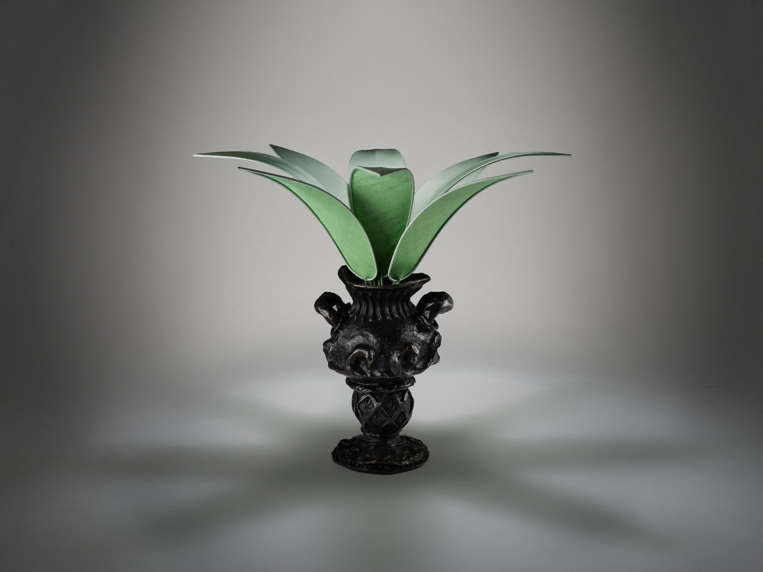 2. MB Table Lamp 'Vase Edward James'.jpg