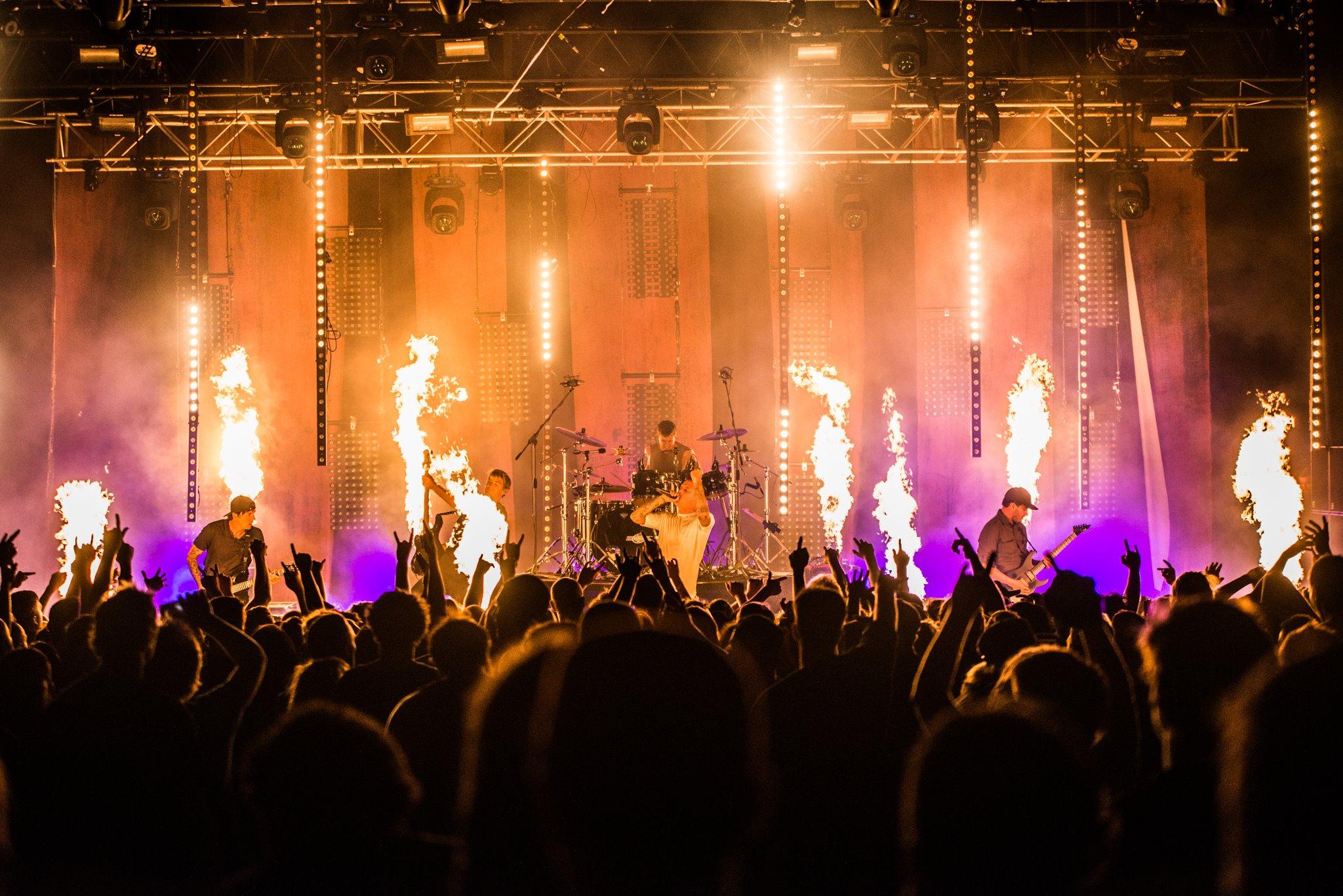 Blaso Pyrotechnics Parkway Drive Flames 2.jpg
