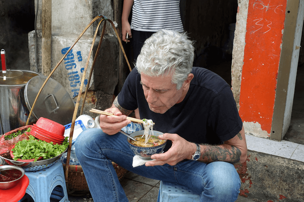 Photo-Bourdain-Street-Food-Hanoi.png